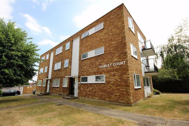 1 bed flat to rent in Hamlet Court, Glengall Road, Woodford Green IG8