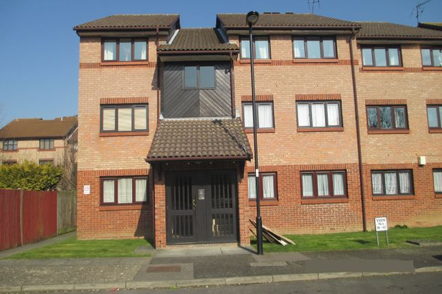 Thumbnail Flat for sale in Chase Wood Avenue, Enfield