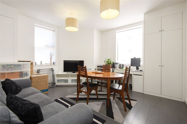 2 bed maisonette to rent in Forest Road, Walthamstow, London E17