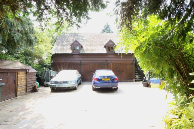 Courtyard Garages And Studio