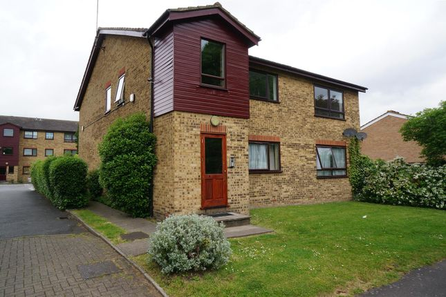 Thumbnail Flat to rent in Essex Road, Chadwell Heath, Romford