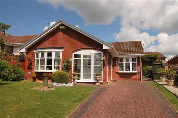 Thumbnail Bungalow for sale in Milford Close, Walkwood, Redditch, Walkwood, Redditch