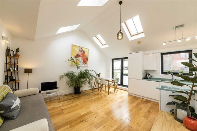 Thumbnail Property for sale in Well Street, London