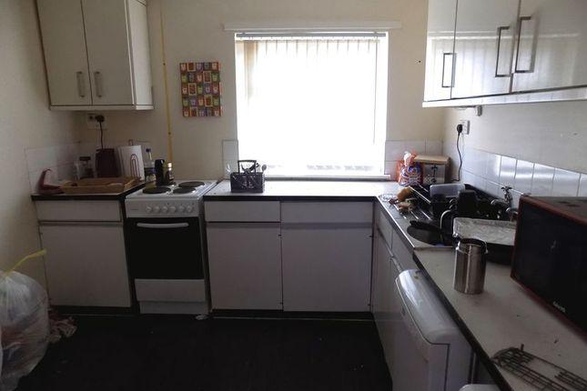 Kitchen of Brookfield Road, Bradford BD3