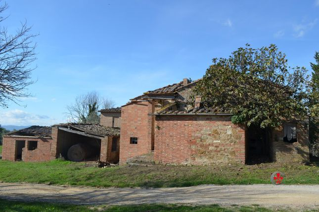 5 bed farmhouse for sale in Crete Senesi, San Giovanni D'asso, Siena, Tuscany, Italy