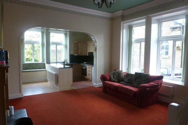 Thumbnail Flat to rent in Manor Heath Road, Halifax