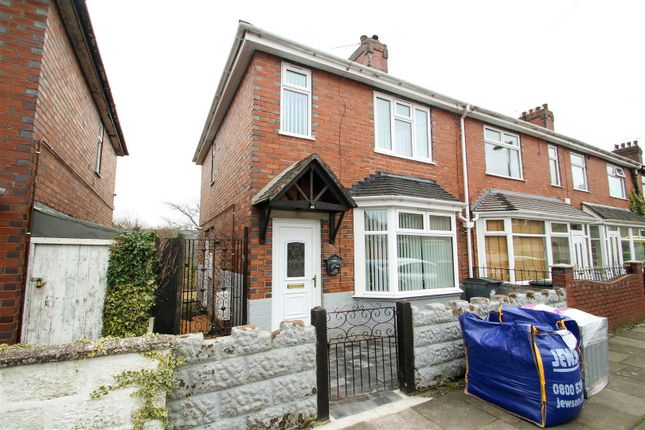 Thumbnail Town house to rent in Kensington Road, Oakhill, Stoke-On-Trent