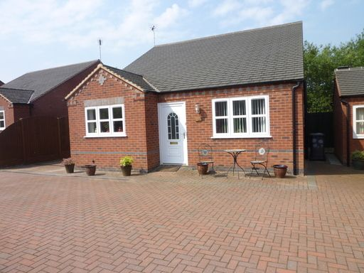3 bed detached bungalow to rent in Burton Road, Woodville, Swadlincote DE11