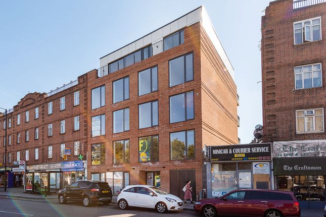 Thumbnail Flat for sale in Well Street, London
