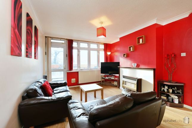 Thumbnail Flat for sale in Arborfield House, Poplar, Lonson