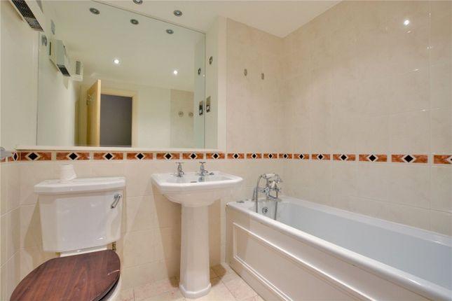 Bathroom of The Plaza, 135 Vanbrugh Hill, Greenwich, London SE10