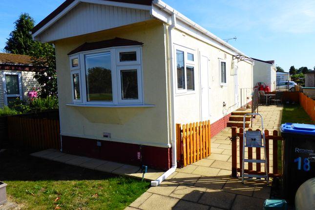 Mobile/park home in  Thames Avenue  Penton Park  Chertsey  Surrey K South West London