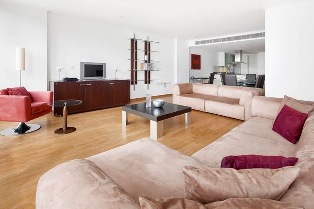 Thumbnail Flat to rent in West India Quay, Canary Wharf
