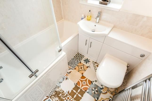 Bathroom of Deer Croft Crescent, Salendine Nook, Huddersfield, West Yorkshire HD3