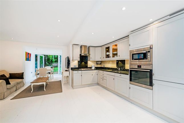 Thumbnail Flat to rent in St. Lukes Road, London