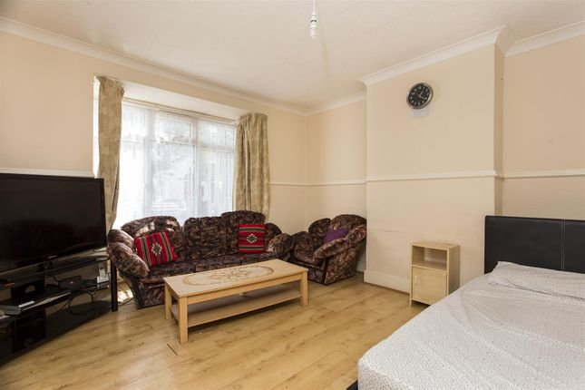 Thumbnail Flat for sale in Ferndale Road, London