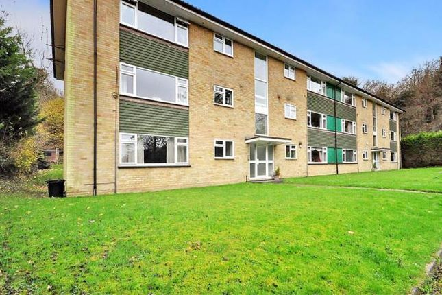 2 bed flat to rent in Newstead House, Markfield Road, Caterham, Surrey CR3