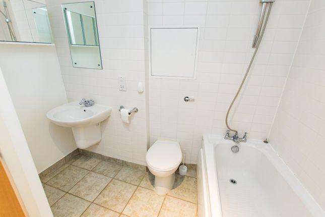 Bathroom of Cranbrook Street, Nottingham NG1