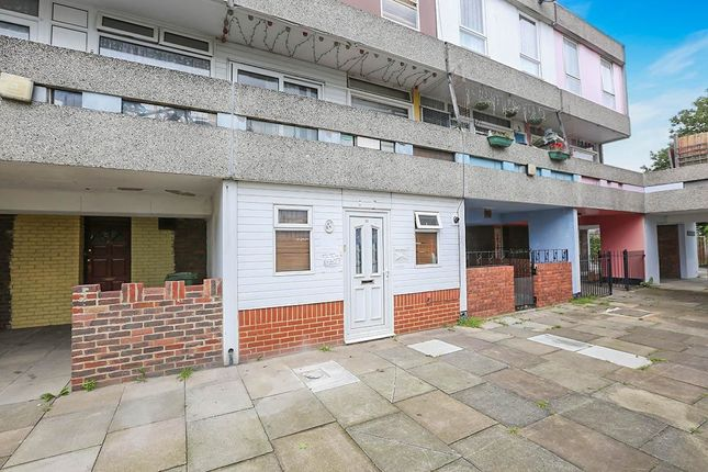 4 bed property for sale in Holstein Way, Erith