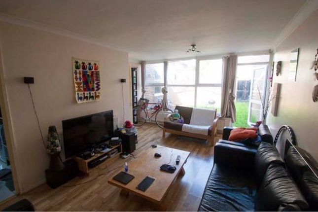 Thumbnail Shared accommodation to rent in Mallard Close, Hackney Wick
