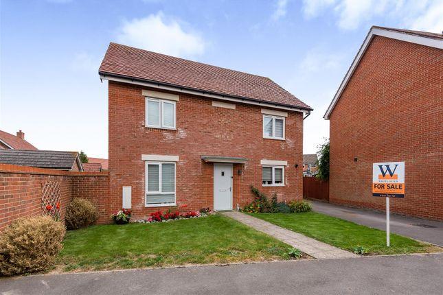 Detached house for sale in Hedgerow Close, Felpham, Bognor Regis