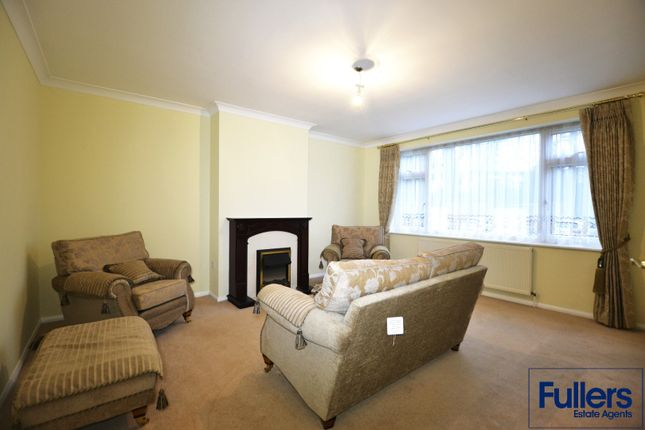 Flat to rent in Bush Hill Road, London