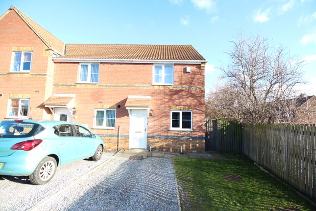 Thumbnail Town house to rent in Kestrel Drive, Mexborough