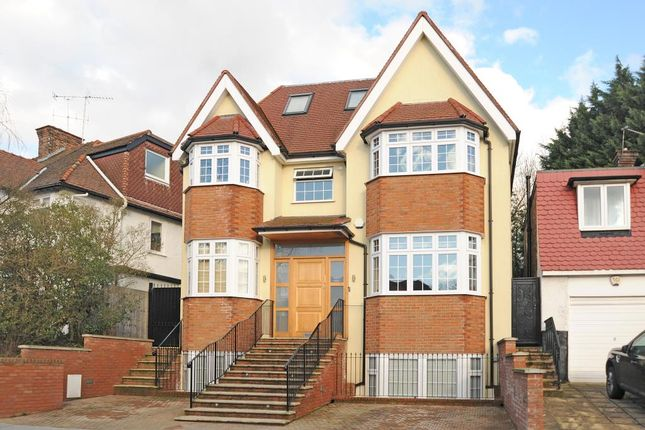 Thumbnail Detached house to rent in Broughton Avenue, Finchley N3,