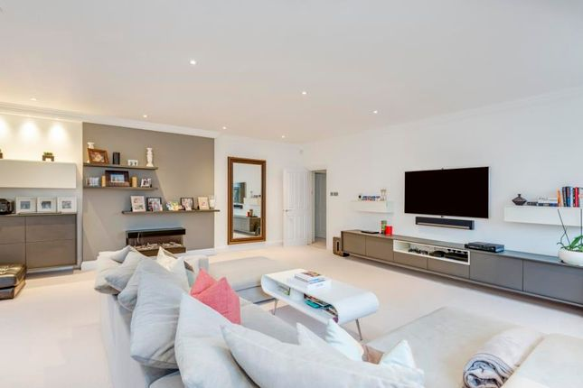 Thumbnail Flat to rent in Netherhall Gardens, Hampstead