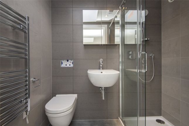 En-Suite of Kanbi House, 1A Mentmore Terrace, London E8