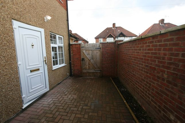 1 bed flat to rent in Bovingdon Avenue, Wembley