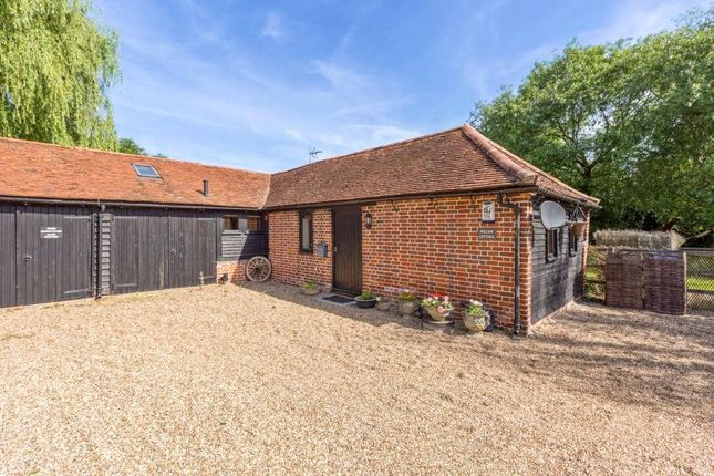 Thumbnail Bungalow to rent in Coningsby Lane, Fifield, Maidenhead, Berkshire