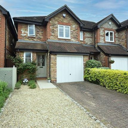 Thumbnail End terrace house for sale in Bakers Orchard, Wooburn Green