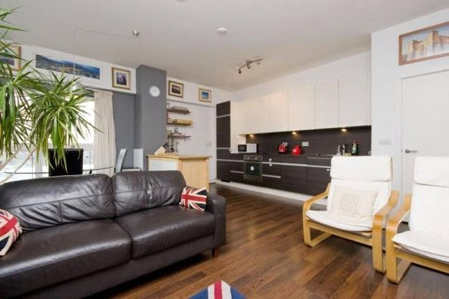 2 bed flat for sale in Skyline Plaza, Basingstoke, Hampshire
