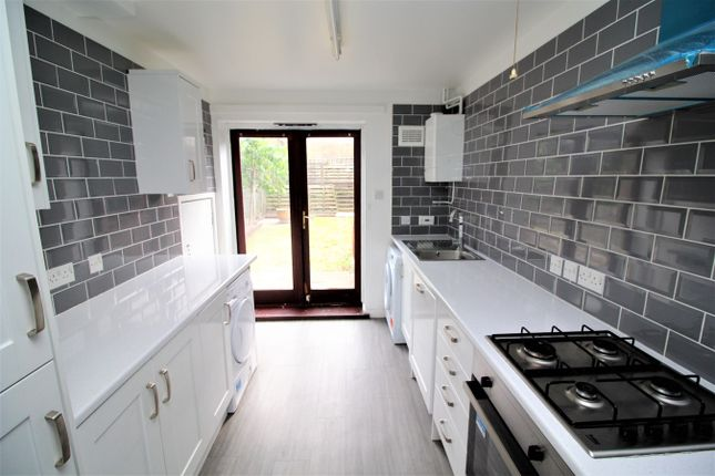 Thumbnail Town house to rent in Ching Way, London
