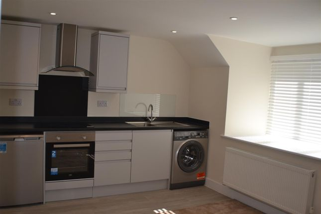 Thumbnail Flat to rent in The Parade, Mulfords Hill, Tadley