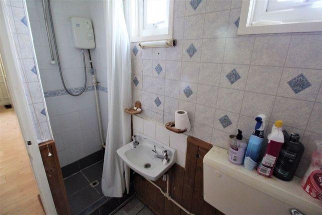 Shower Room of Hawaii Beach Bungalows, Newport, Hemsby, Great Yarmouth NR29
