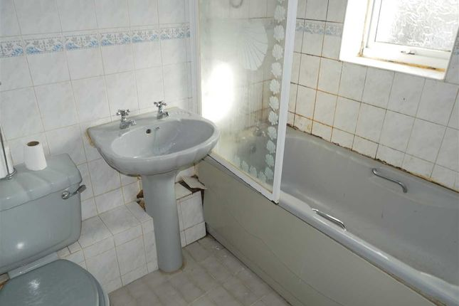 Bathroom of Maxstoke Court, Coventry Road, Coleshill B46