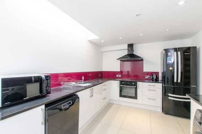 5 bed property to rent in Fredericks Row, Angel, London EC1V