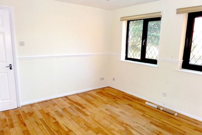 Thumbnail Flat to rent in Hammet Road, Hayes