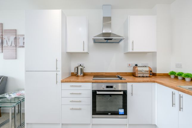 1 bedroom flat for sale in Queens Moat House, St Edwards Way, Romford
