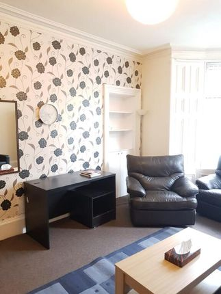 2 bed flat to rent in Lochee Road, Dundee DD2