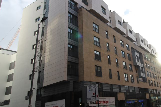 Thumbnail Flat to rent in High Street, Glasgow