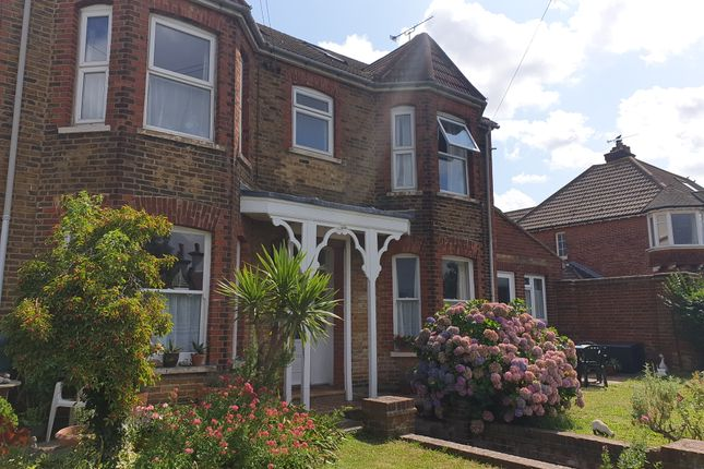Studio to rent in Castle Road, Whitstable
