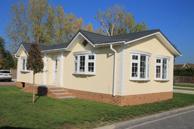 Thumbnail Mobile/park home for sale in Lyngfield Park, Bray, Maidenhead