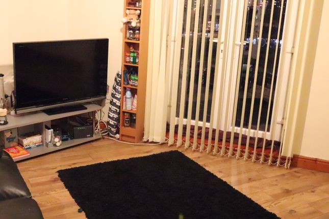 2 bed flat to rent in Woodhouse Street, Leeds, Hyde Park LS6