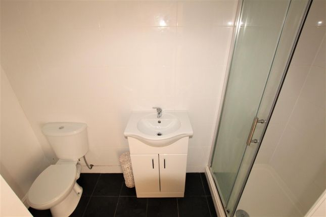 Bathroom of Clarendon Park Road, Leicester LE2