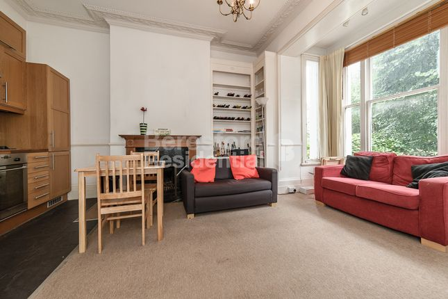 2 bed flat to rent in Mount Ephraim Road, London
