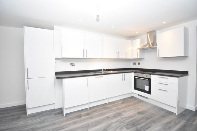 2 bed flat to rent in Carcaixent Square, Newbury RG14