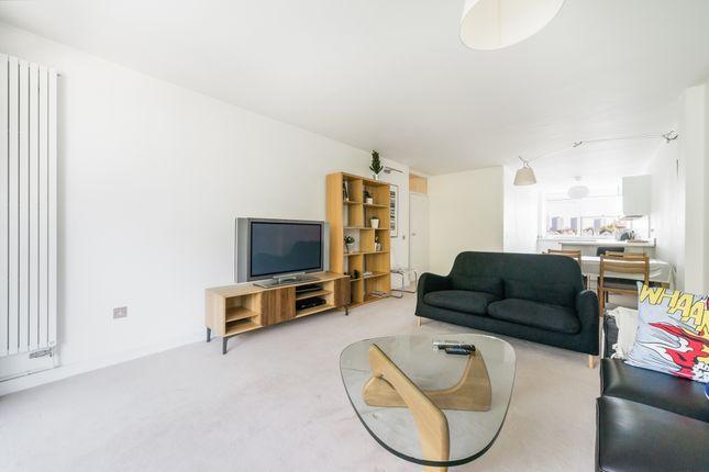 Flat to rent in Kensington Park Road, London